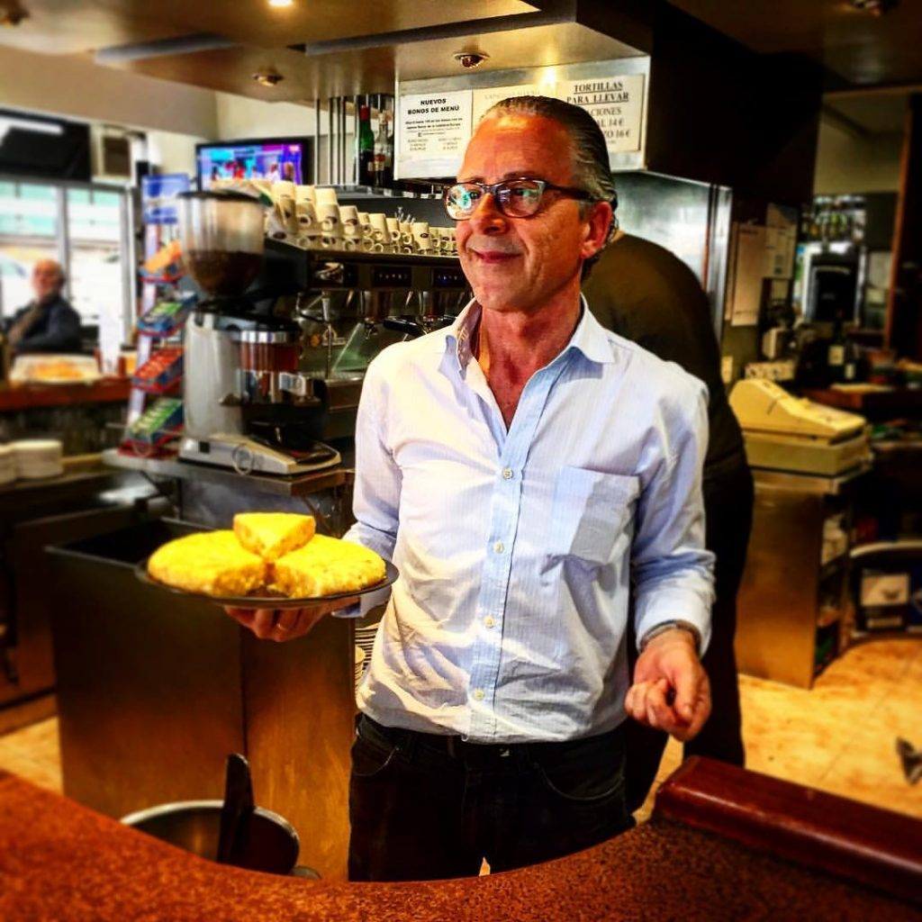 Manuel, propietario de la Cafetería Europa de Gijón